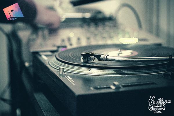 Listenign-Sessions-on-rood-fm-(35)